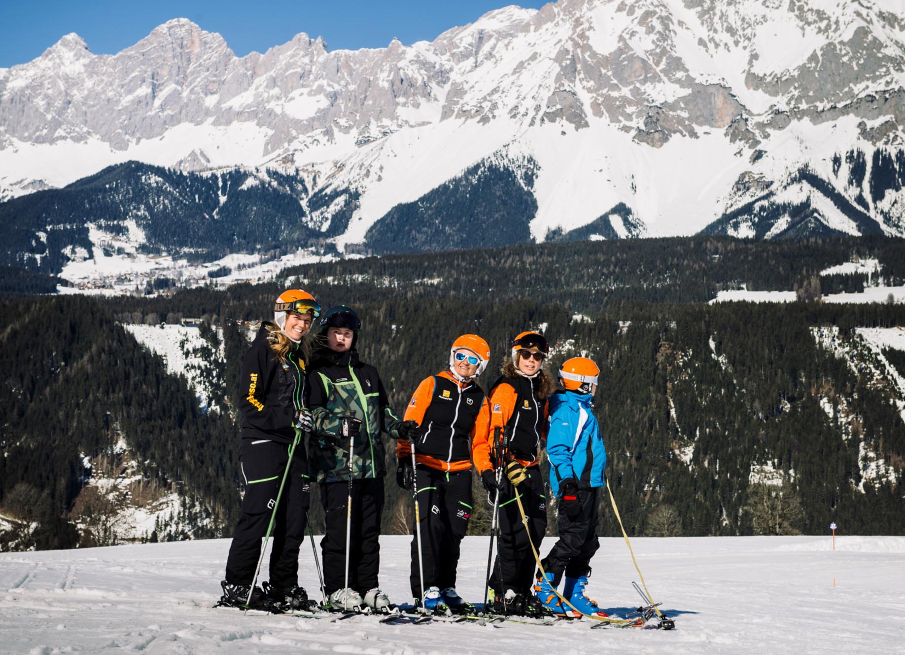 Helfertraining für stehend Skifahren mit Behinderung