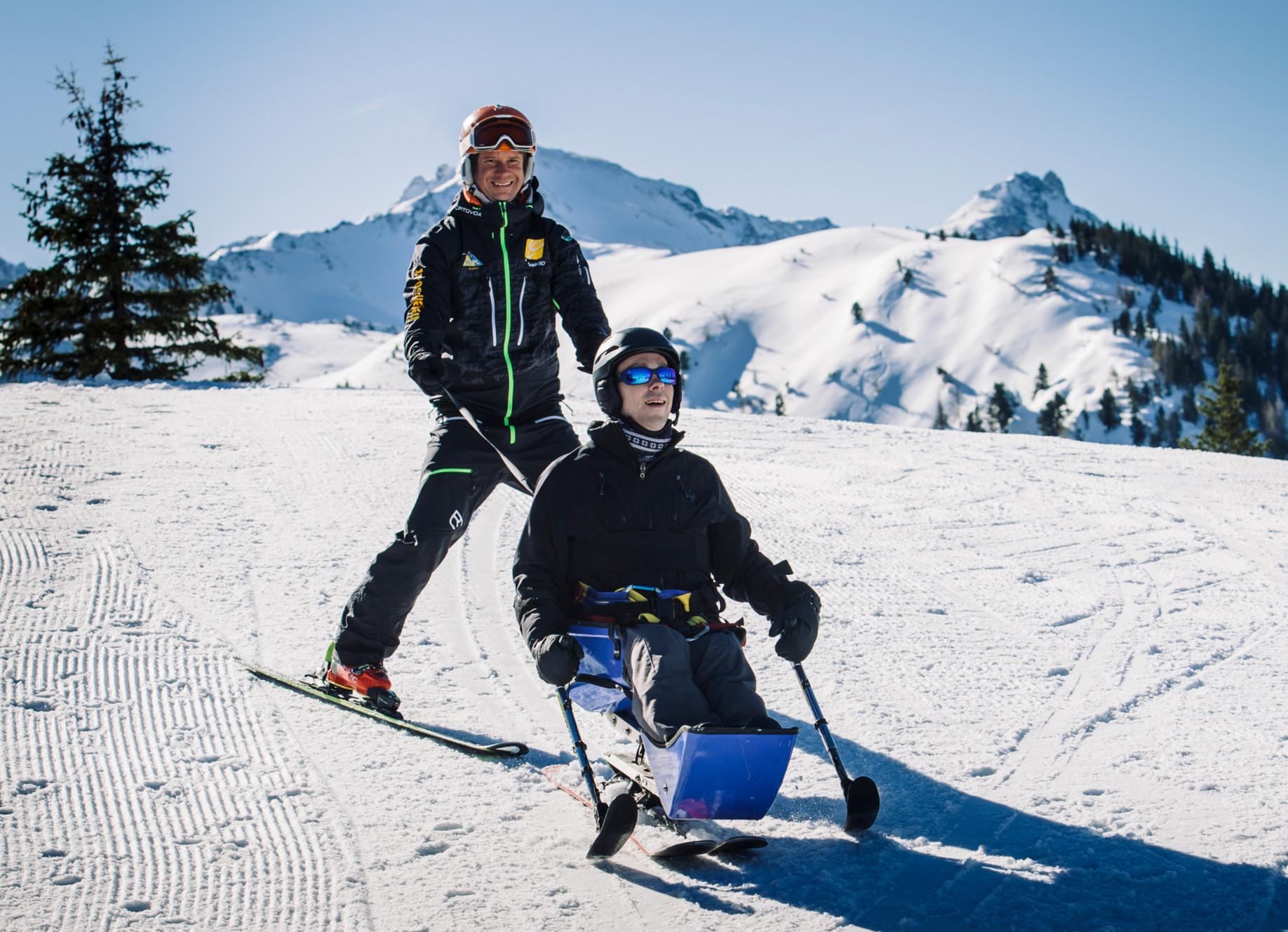 Rollstuhlfahrer beim Skifahren