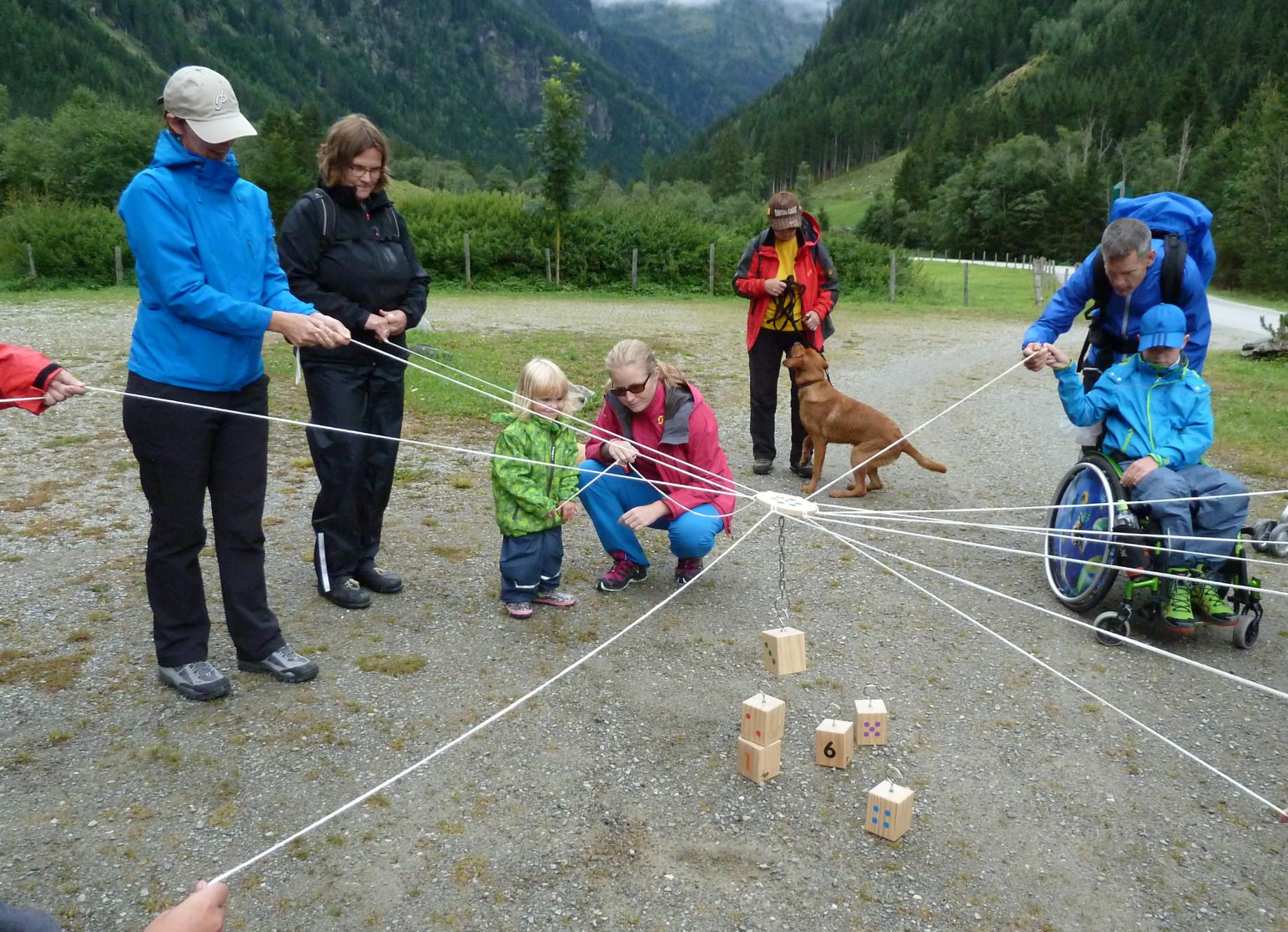 Erlebnispädagogische Spiele beim barrierefreien Familien-Abenteuer-Urlaub