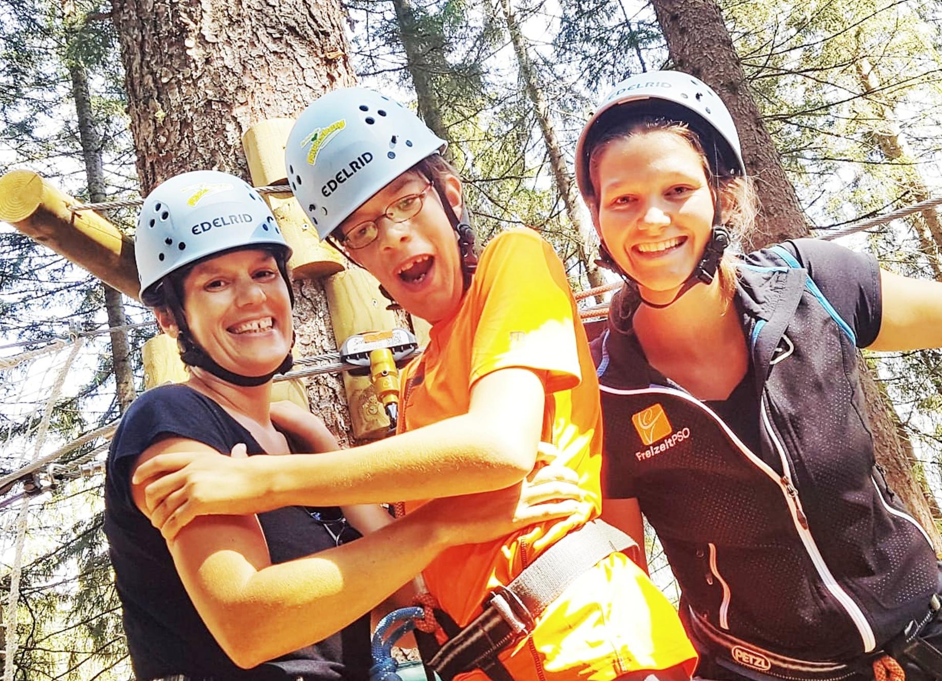 barrierefreies Klettern beim Familien-Abenteuer-Urlaub