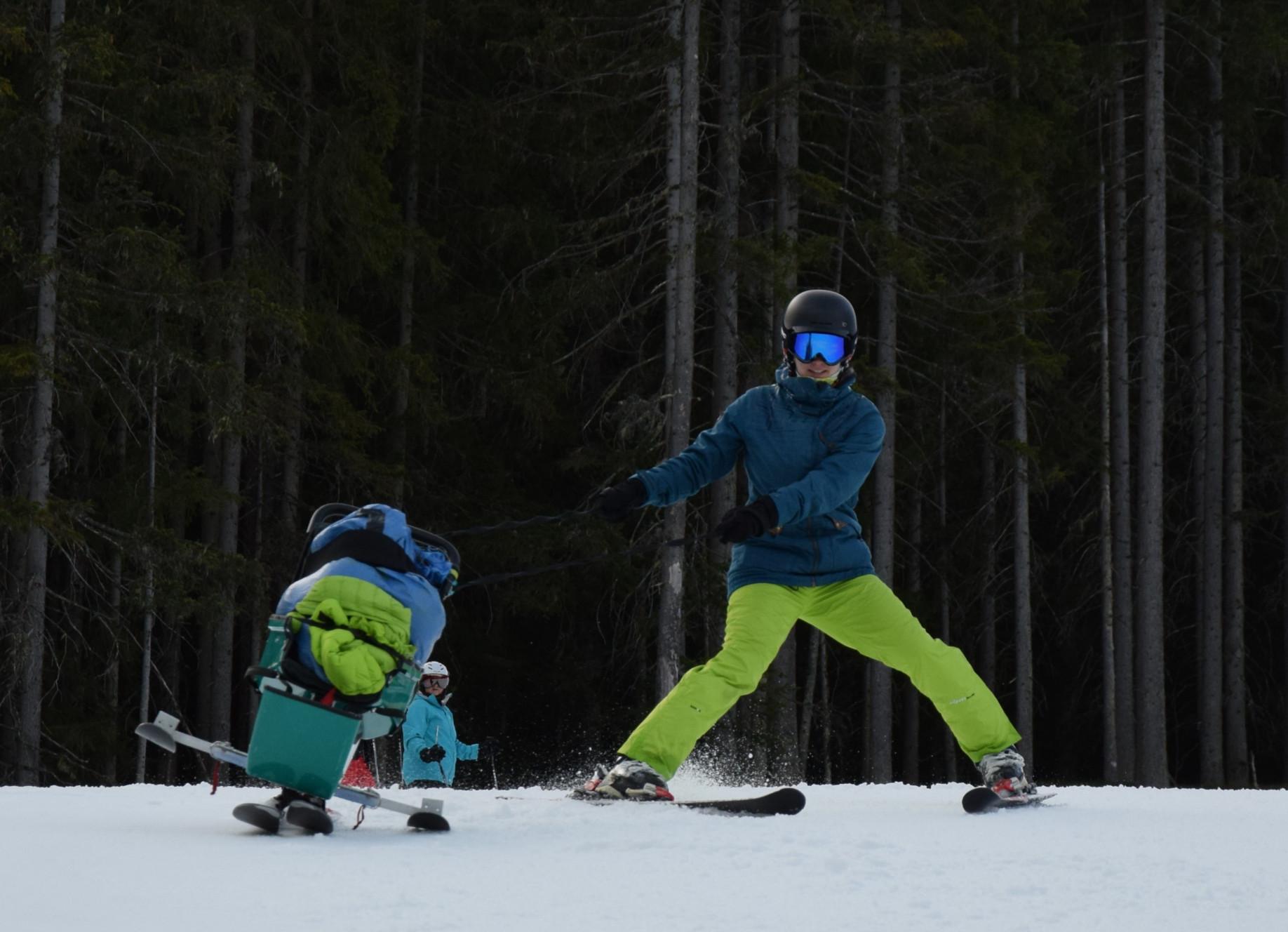 Skifahren mit Sitzski