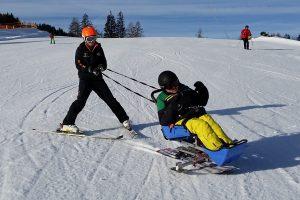 Sitz-Ski mit Ausleger