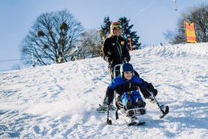 Bi-Ski mit Krückenski